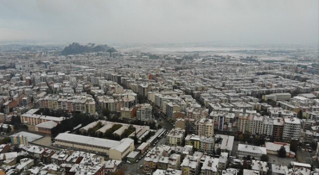 Afyonkarahisar güne kar sürprizi ile uyandı