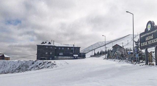 Akdağ'a mevsimin ilk karı düştü