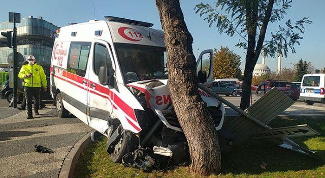 Ambulansla otomobil çarpıştı: Yaralılar var