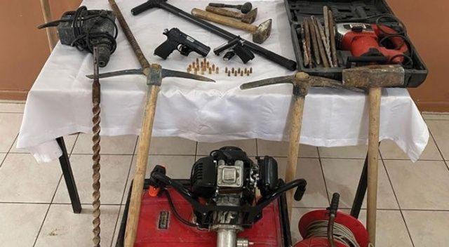 Balıkesir'de 6 define avcısı kaçak kazı yaparken yakalandı