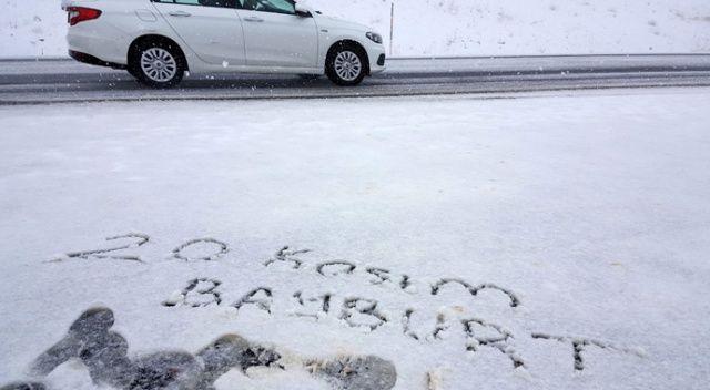Bayburt'un yüksek kesimlerinde kar yağışı etkili oldu