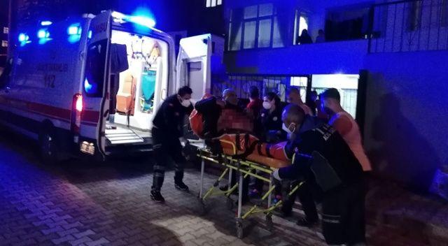 Bıçaklanan adam yardım istemek için evine koştu