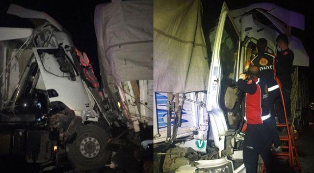Burdur'da feci kaza! Kamyonla tır çarpıştı