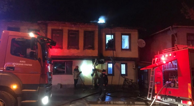 Bursa'da iki katlı ahşap evde korkutan yangın
