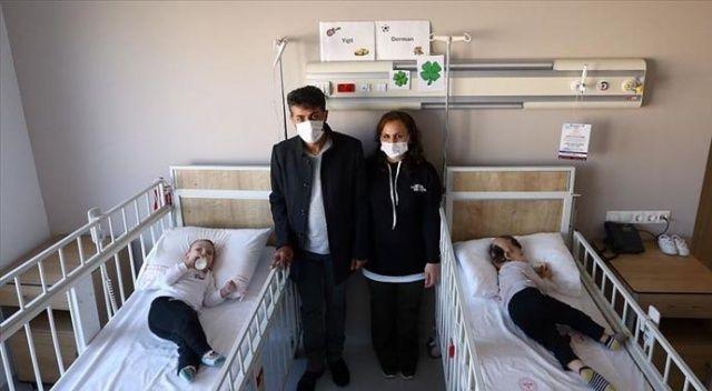 Dr. Owase Jeelani ameliyatla ayırdığı siyam ikizleriyle Ankara'da buluştu