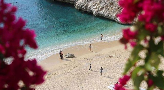 Dünyaca ünlü Kaputaş Plajı'nda kasımda deniz, kum ve güneş keyfi