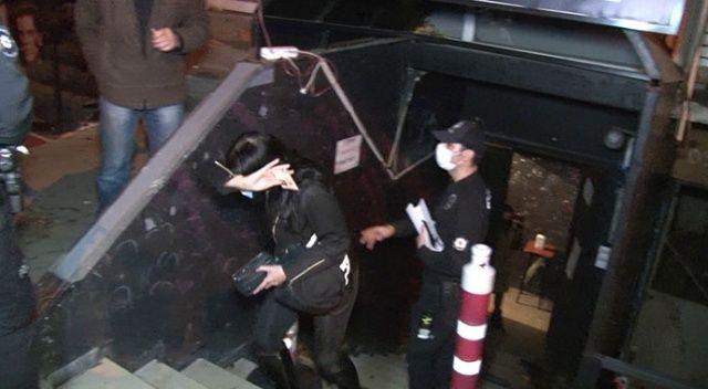 Eğlence mekanına koronavirüs baskını: Kaçmaya çalışan 2 kişi düşerek yaralandı