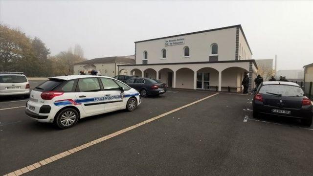 Fransa'da Danıştay Pantin camisinin 6 aylık kapatılma kararını onadı
