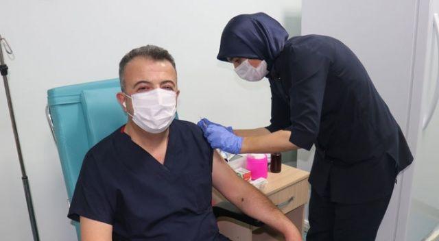 Gönüllüler Çin aşısını yaptırıyor
