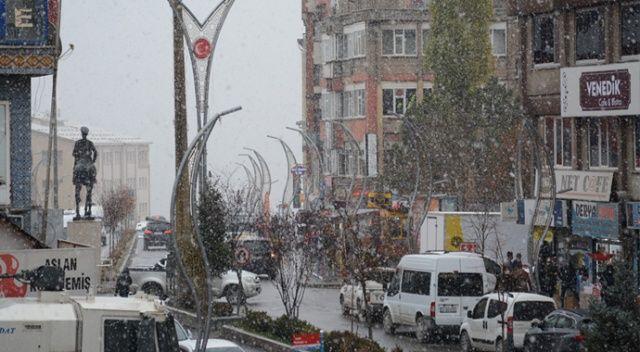 Hakkari'de kar kalınlığı 10 santimetreyi geçti