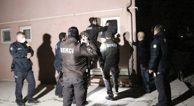 Hırsız alarmında bekçiler tuvalet penceresinden içeri girdi