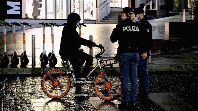 İtalya'da Kovid-19 salgınında günlük ölü sayısındaki artış sürüyor