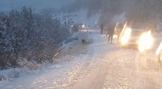 Kar nedeniyle araçlar yolda kaldı