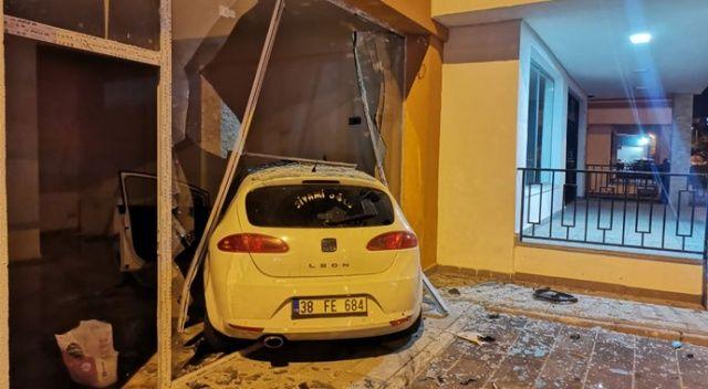 Kayseri'de kaza yapan otomobil dükkana girdi: 6 yaralı