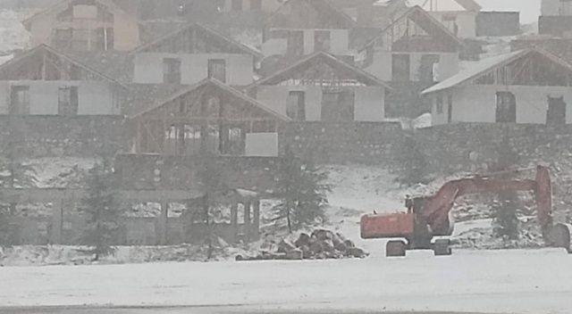 Kop Dağı Geçidi'nde kar yağışı ve sis etkili oluyor