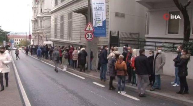 Moldova Cumhurbaşkanlığı seçimleri için başkonsolosluk önünde uzun kuyruk oluştu
