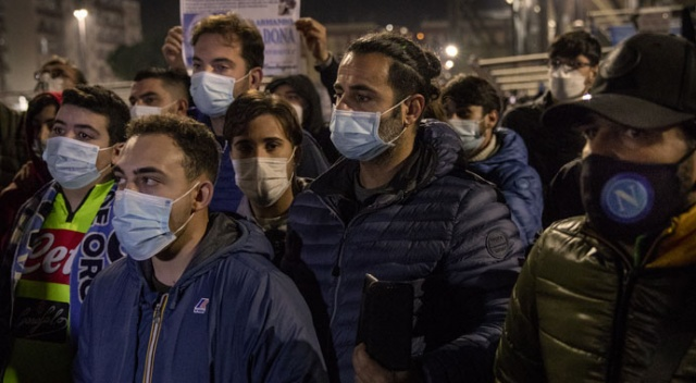 Napolililer Maradona için sokaklara döküldü
