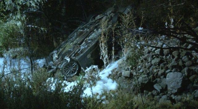 Otomobil 10 metreden uçtu, 2 kişi yanarak hayatını kaybetti