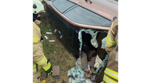 Otomobil viyadükten uçtu, sürücü araçta sıkıştı