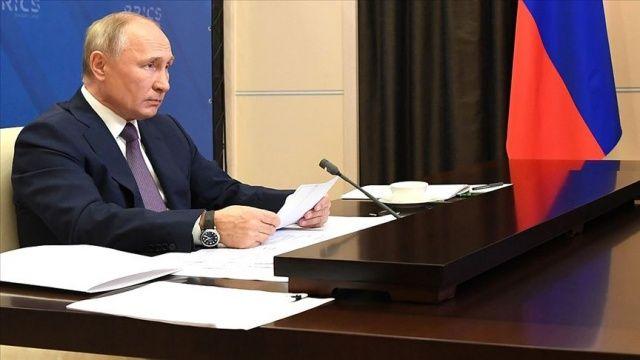 Putin: Kovid-19, Büyük Buhran'dan bu yana görülmeyen sistematik bir ekonomik kriz başlattı