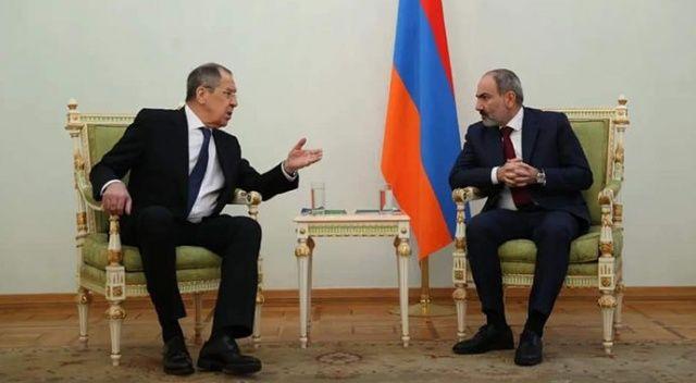 Rus heyetin Erivan ziyaretinde tepki çeken görüntü