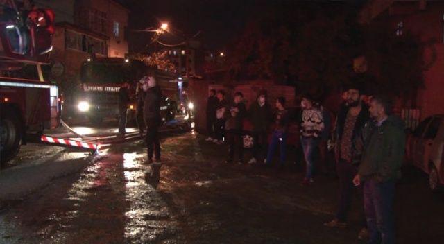 Ümraniye'de yangın çıkan evde mahsur kalan 8 kişiyi itfaiye kurtardı
