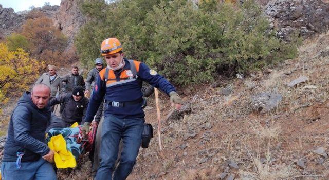 Yaylada hayatını kaybeden şahsın cenazesi 10 saatlik çalışmayla dağdan indirildi
