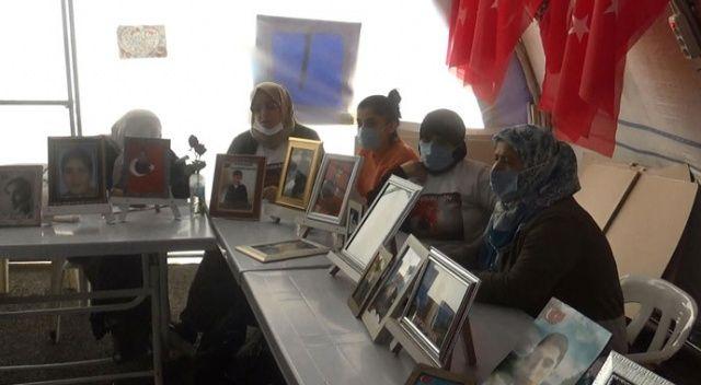 HDP önündeki ailelerden, çocukları terör örgütünün elinde olan ailelere 'Bize katılın' çağrısı