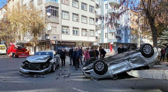 Kaza yapan otomobil ters döndü: 3 yaralı
