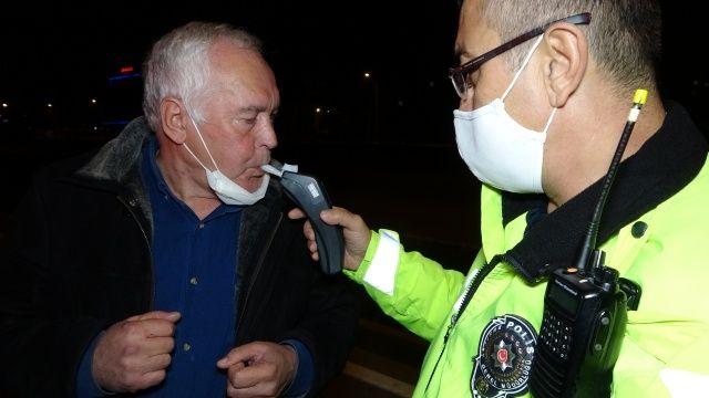 Kısıtlamada aracını polis ekiplerinin üzerine süren 70 yaşındaki alkollü adam gözaltına alındı