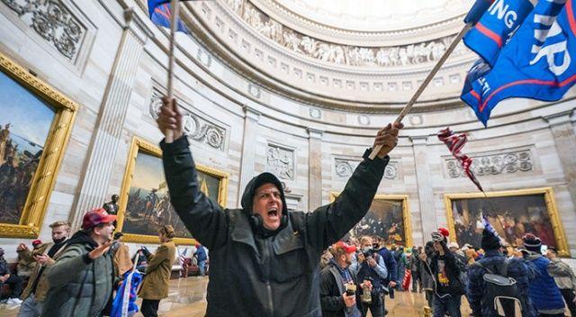 ABD'de Kongre Binası baskınında temsilciler korona kaptı