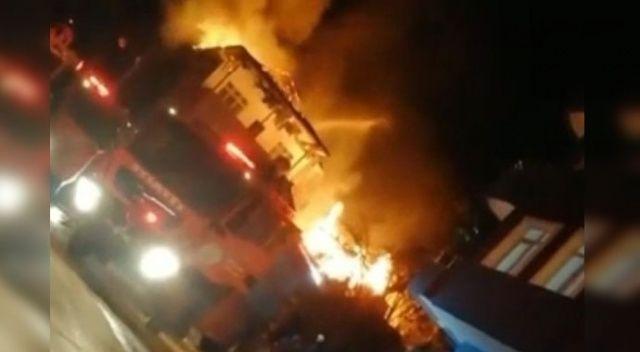 Ardeşen'de korkutan yangın! Evin çatısına sıçradı