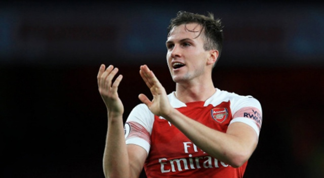 Arsenal, savunma oyuncusu Rob Holding'in sözleşmesini uzattı