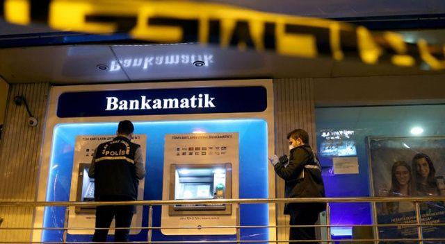 ATM'nin kartını yutmasına sinirlendi, bankanın camını kırdı