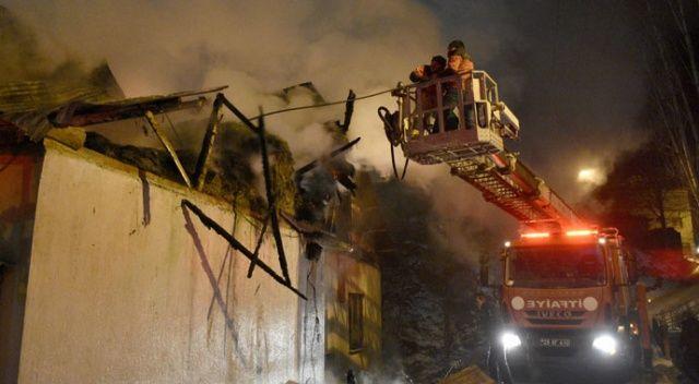 Bacada çıkan yangın evi küle çevirdi