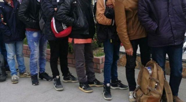 Bitlis'te minibüste 39 düzensiz göçmen yakalandı