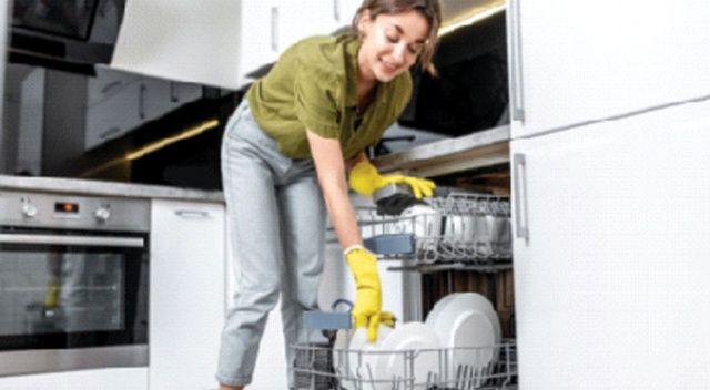 Bulaşığı yıkamadan makineye atmıyoruz