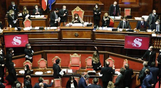 Conte ve hükümeti güven oylamasını az farkla kazandı