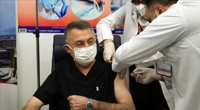 Cumhurbaşkanı Yardımcısı Oktay, Covid-19 aşısı yaptırdı