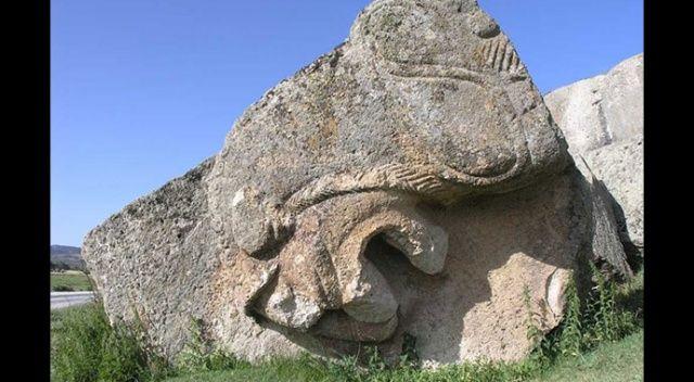 Gizemli Frig vadisinin en dikkat çekici eseri: Yılantaş Kaya Mezarı