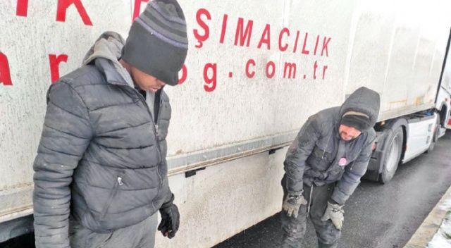Göçmenler donmak üzereydi! Türk polisi kurtardı