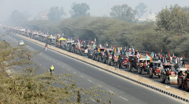 Hindistan'daki Cumhuriyet Bayramı kutlamalarında çiftçilerden 'traktörlü' eylem