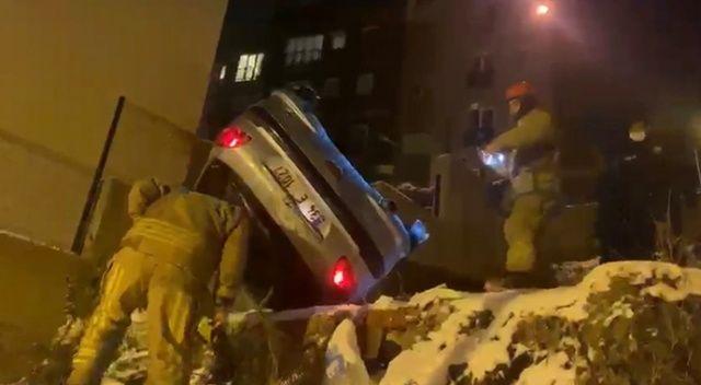 İstanbul'da feci kaza: Otomobil aşağıya uçtu