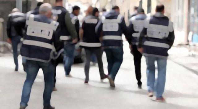 İzmir merkezli terör operasyonunda gözaltına alınan 47 zanlı adliyeye sevk edildi