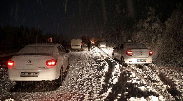Kar nedeniyle Kayseri-Sivas yolunda çok sayıda araç mahsur kaldı