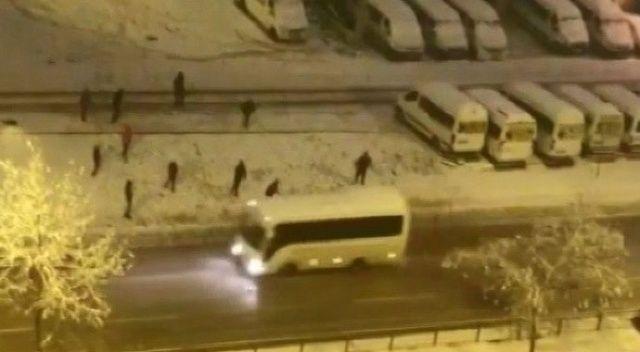 Kar yağışı nedeniyle şehirler arası ulaşımda aksamalar yaşanıyor