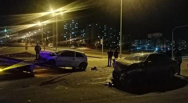 Kayseri'de feci kaza, otomobiller kafa kafaya çarpıştı