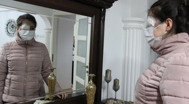 Kazada göz kapağını kaybeden genç kız ameliyat olup aynalarla barışmak istiyor