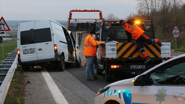 Kırklareli'nde sığınmacıları taşıyan midibüs ile tır çarpıştı: 1 ölü, 21 yaralı