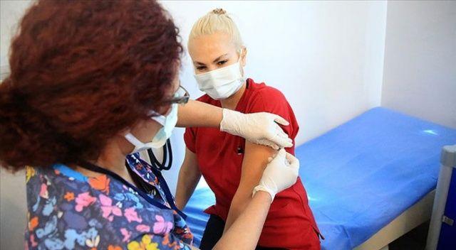Koca: Aşı olan sağlık çalışanı sayısı 100 bini geçti